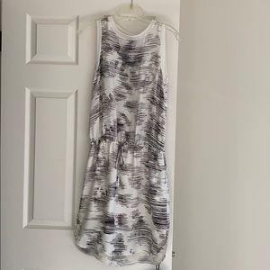 Pretty Vince  sleeveless dress with abstract
